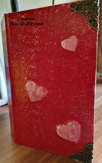 Alice im Wunderland rückwärts laufende Uhr ~ Cover mit Alutape und Herzchen gestaltet ~ Buchecken genagelt