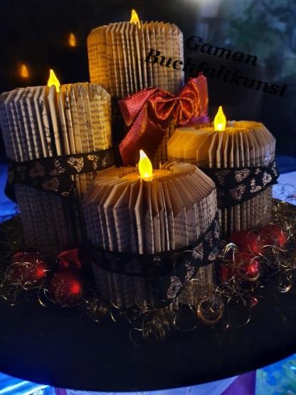 Taschenbuch mit je 100 Seiten - verschiedene Höhen ~ LED-Kerzen warmweiß mit Flackerfunktion